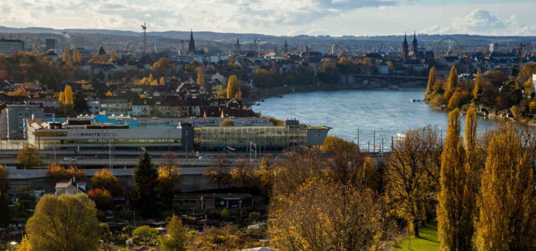 Blick über das Rheinknie in Basel