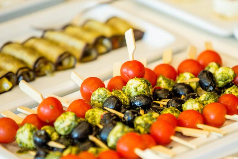 Brunch in Basel: Tomaten-Mozzarella-Oliven-Sticks