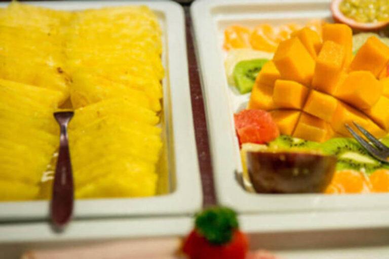 Hotelfrühstück in Basel mit Früchten